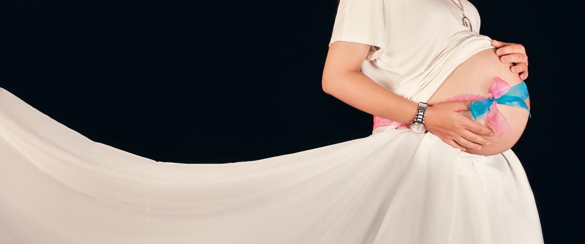عکاسی بارداری در آتلیه مادر، کودک و نوزاد